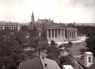 Post-renovation (1912) Capitol and grounds